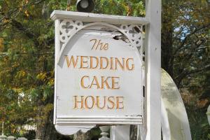 wedding-cake-house-sign1