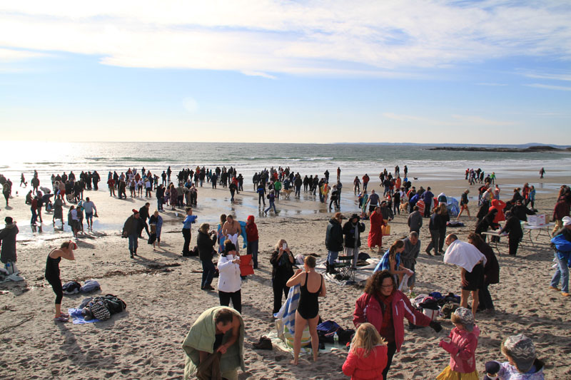 polar-plunge-kennebunk-beach-people