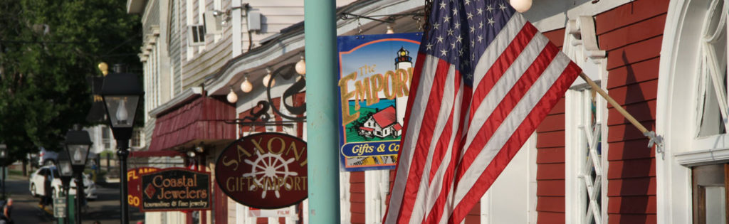 dock-square-shops-flag-kennebunkport
