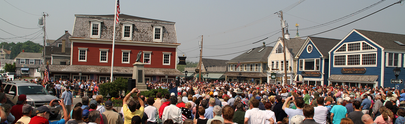 event-crowd-memorial-day
