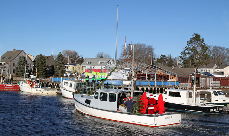 santa-lobsterboat
